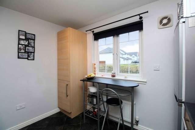2 Bedrooms Flat for sale in Osprey Crescent, Dunfermline, Fife, KY11 8JP