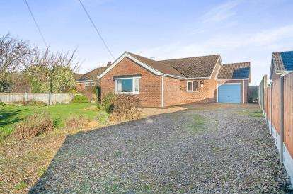 3 Bedrooms Bungalow for sale in Sandy Bank, New York, Lincoln, Lincolnshire