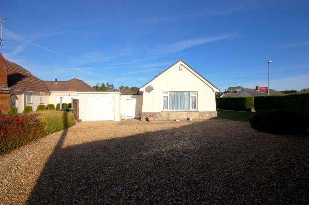 3 Bedrooms Detached Bungalow for sale in Ferndown, Dorset, BH22