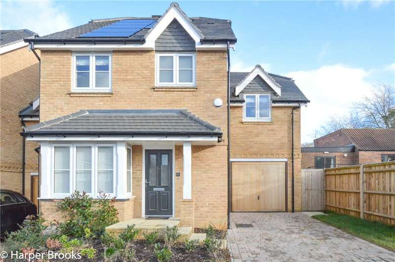 4 Bedrooms Semi Detached House for sale in Woodview Way, Caterham, Surrey, CR3