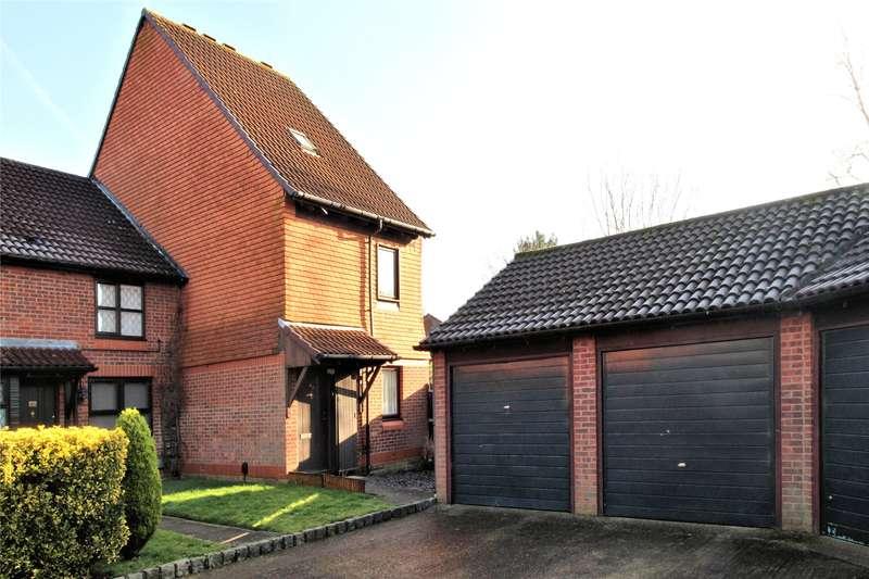 2 Bedrooms Maisonette Flat for sale in Veryan, Woking, Surrey, GU21