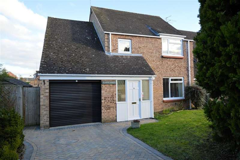 4 Bedrooms Detached House for sale in Post Horn Place, Calcot, Reading, RG31