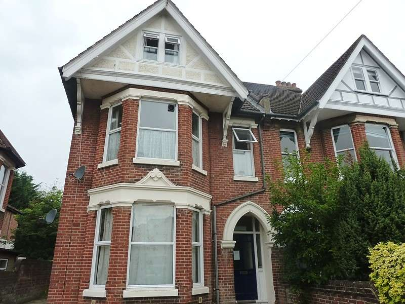 Flat for sale in Hill Lane, Shirley, Southampton, SO15