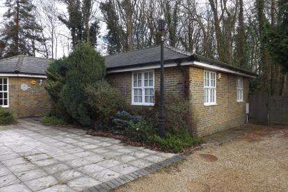2 Bedrooms Bungalow for sale in Bassett, Southampton, Hampshire