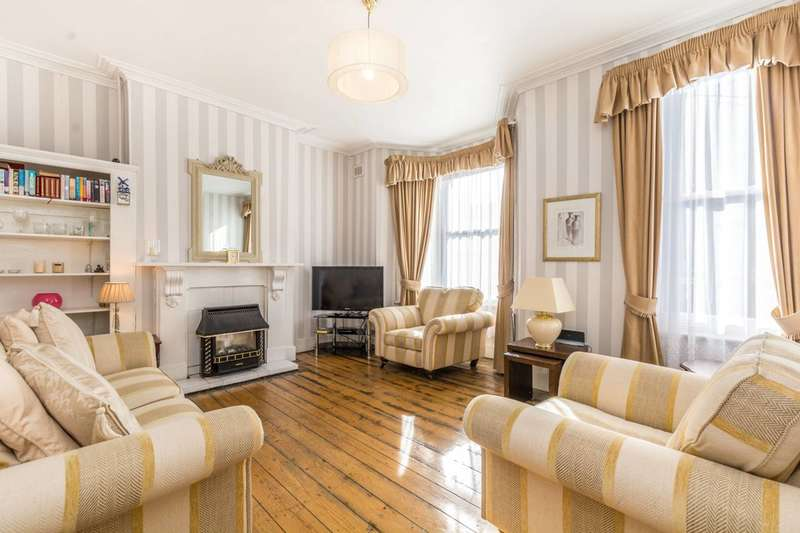 2 Bedrooms Flat for sale in Pellerin Road, Stoke Newington, N16