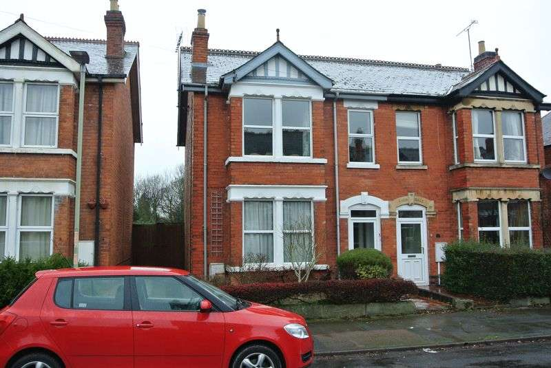3 Bedrooms Semi Detached House for sale in Argyll Road, Longlevens, Gloucester