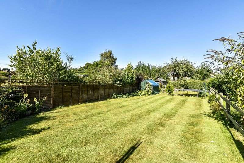 3 Bedrooms Semi Detached Bungalow for sale in The Street, Fetcham