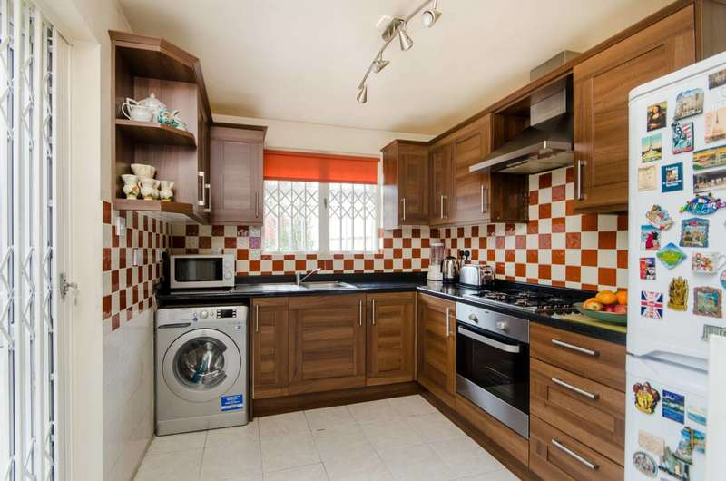 4 Bedrooms House for sale in Hebdon Road, Tooting, SW17
