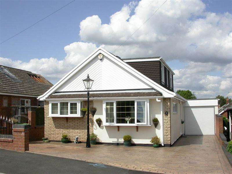 4 Bedrooms Bungalow for sale in Ranleigh Avenue, Kingswinford, DY6 8PY
