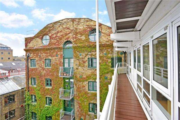 2 Bedrooms Flat for sale in Vogans Mill Wharf, 17 Mill Street, London