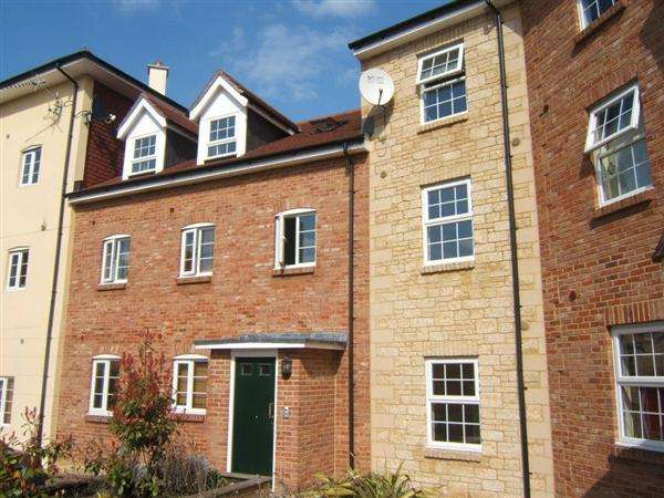 2 Bedrooms Apartment Flat for sale in Holly Court, Wincanton