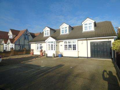5 Bedrooms Bungalow for sale in Rainham, Essex