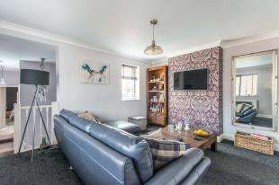 2 Bedrooms Maisonette Flat for sale in Reed Street, Cliffe, Rochester, Kent