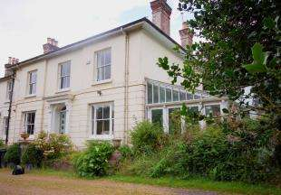 4 Bedrooms Semi Detached House for sale in Snatts Road, Uckfield, East Sussex