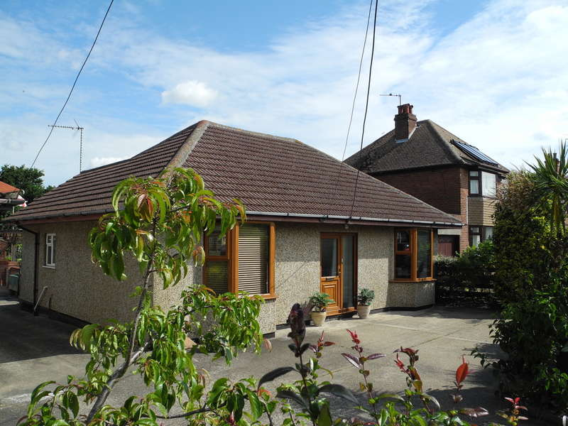 4 Bedrooms Detached Bungalow for sale in Beccles Road, Carlton Colville, Lowestoft