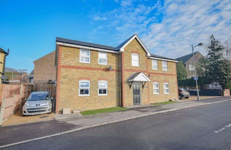 2 Bedrooms Flat for sale in Collett Road, Ware