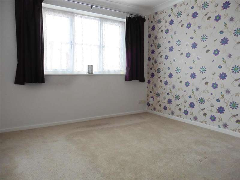 2 Bedrooms Semi Detached House for sale in Kenley Close, Wickford, Essex