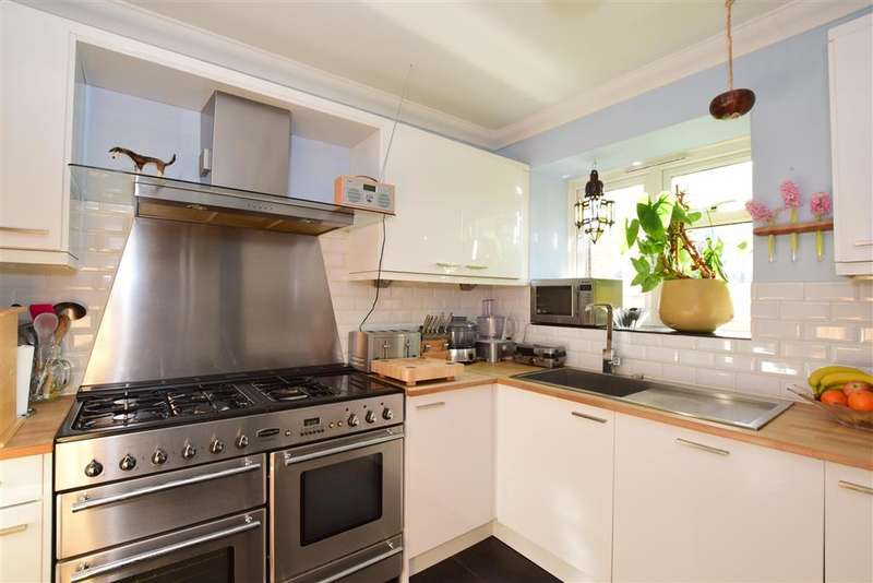 2 Bedrooms Flat for sale in The Drive, Hove, East Sussex