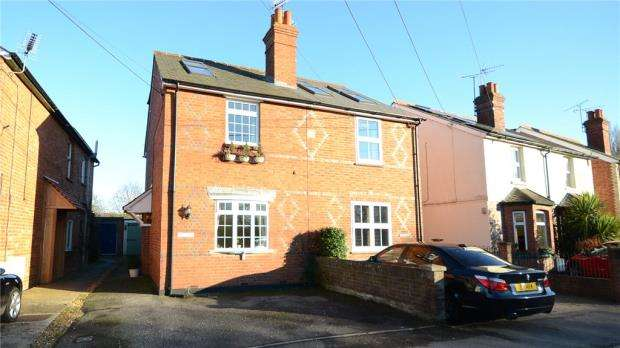 3 Bedrooms Semi Detached House for sale in Rose Cottages, Lodge Road, Whistley Green