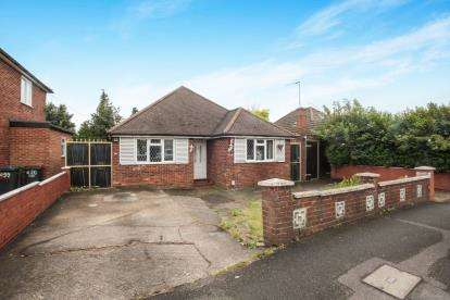 3 Bedrooms Bungalow for sale in Selbourne Road, Luton, Bedfordshire