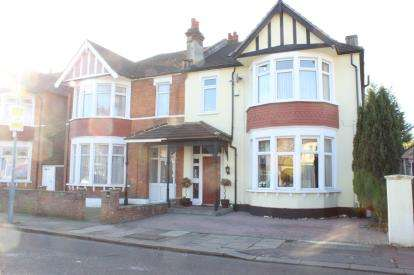 4 Bedrooms End Of Terrace House for sale in Goodmayes, Ilford