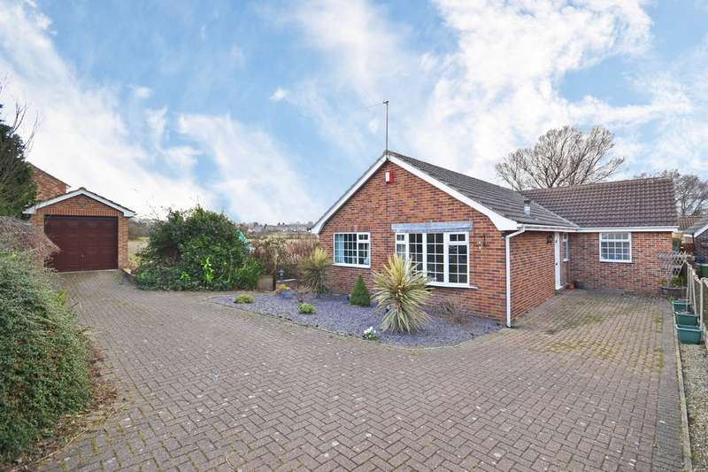 3 Bedrooms Detached Bungalow for sale in Elmwood Close, Walton, Wakefield