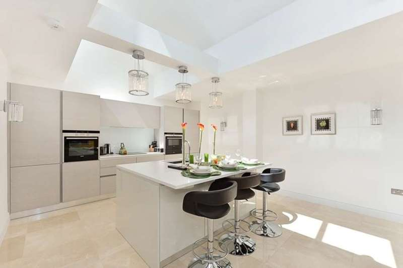4 Bedrooms Flat for sale in York Terrace West, Marylebone