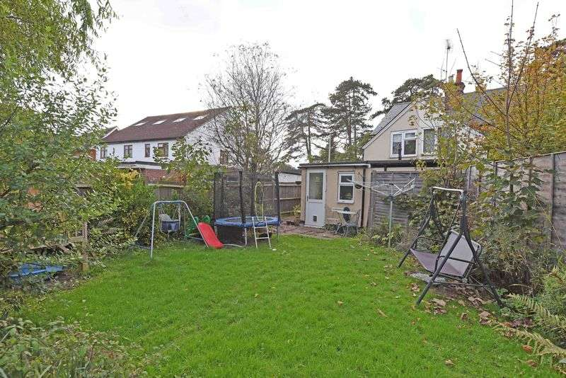 3 Bedrooms Semi Detached House for sale in Basingstoke Road, Spencers Wood