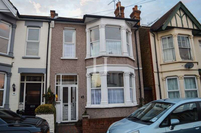 3 Bedrooms Semi Detached House for sale in Westbourne Grove, Westcliff-On-Sea, Essex, SS0