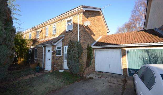 2 Bedrooms Semi Detached House for sale in Broom Field, Lightwater, Surrey