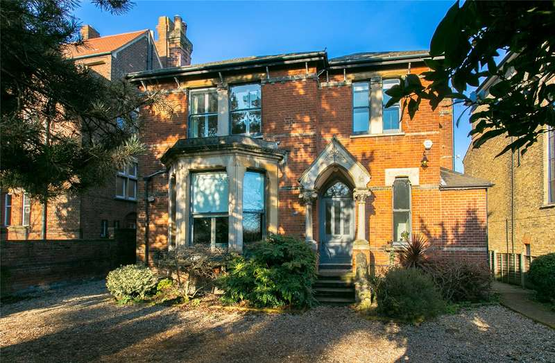 5 Bedrooms Detached House for sale in Westwood Hill, London, SE26