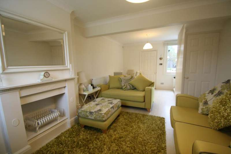 2 Bedrooms Cottage House for sale in Old Savills Cottages, Chigwell, Chigwell, IG7 5EX