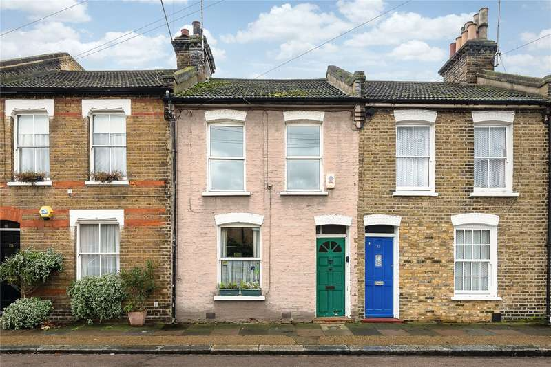 3 Bedrooms Terraced House for sale in Petergate, London, SW11