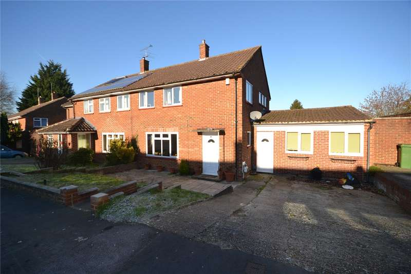 3 Bedrooms Semi Detached House for sale in Moordale Avenue, Priestwood, Bracknell, Berkshire, RG42