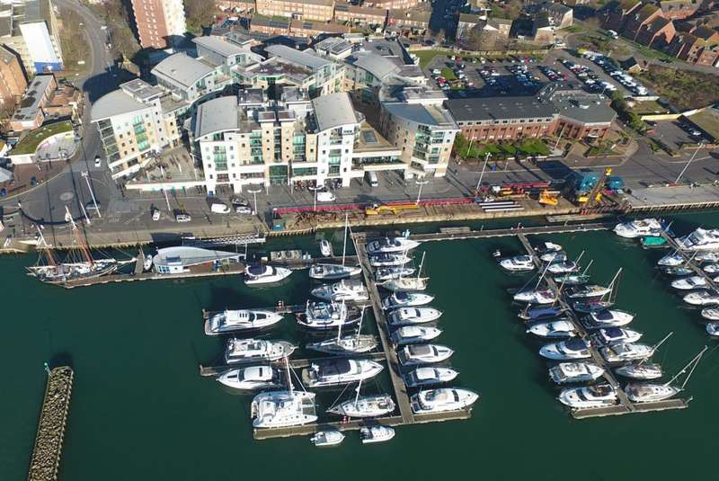 2 Bedrooms Apartment Flat for sale in Poole Quay