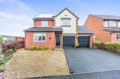 4 Bedrooms Detached House for sale in Farne Avenue, St Peters, Worcester, Worcestershire