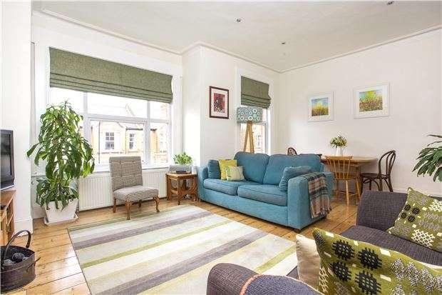 2 Bedrooms Maisonette Flat for sale in Midmoor Road, LONDON, SW12