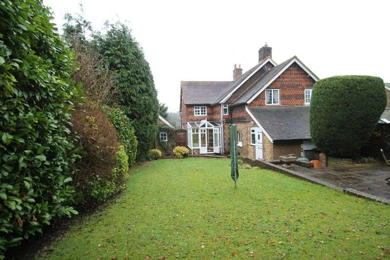3 Bedrooms Semi Detached House for sale in High View, Gomshall