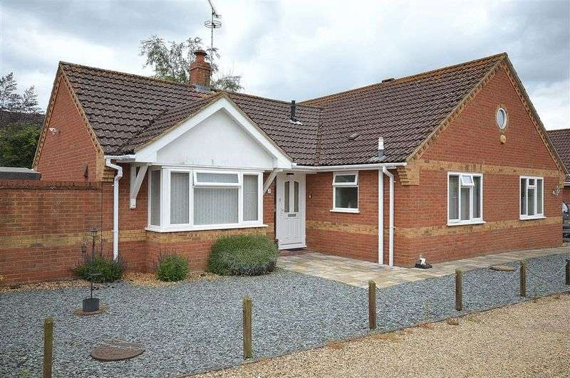3 Bedrooms Detached Bungalow for sale in Woodview Close Saham Toney