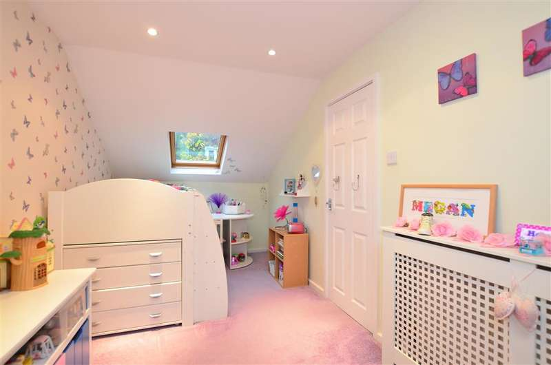 4 Bedrooms Detached House for sale in Hurst Hill, Walderslade Woods, Chatham, Kent