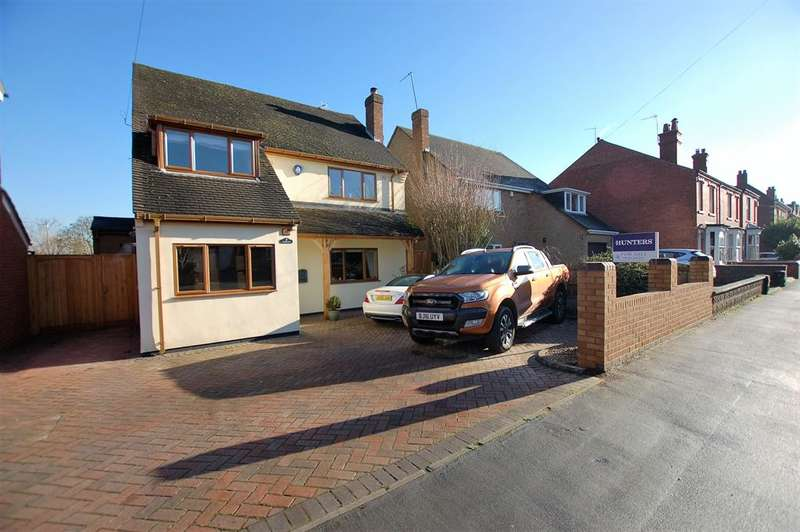3 Bedrooms Detached House for sale in Eggington Road, Wollaston, DY8 4QJ