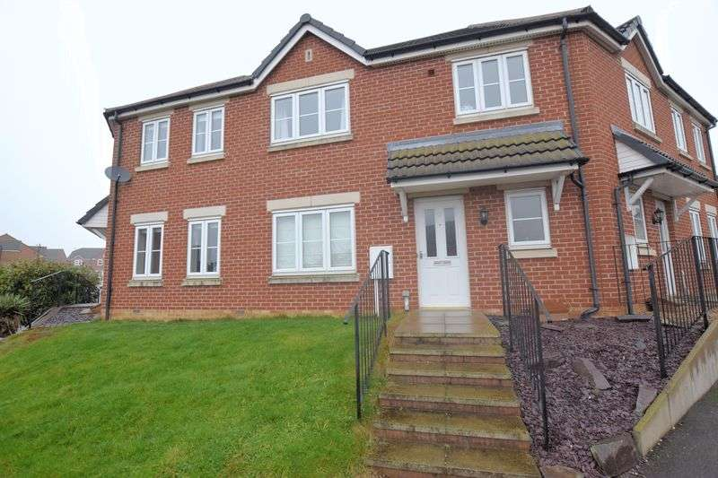 3 Bedrooms Terraced House for sale in Maidment Drive, Lincoln