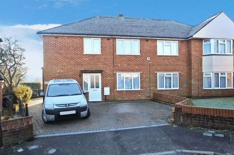 2 Bedrooms Flat for sale in Mentmore Close, High Wycombe