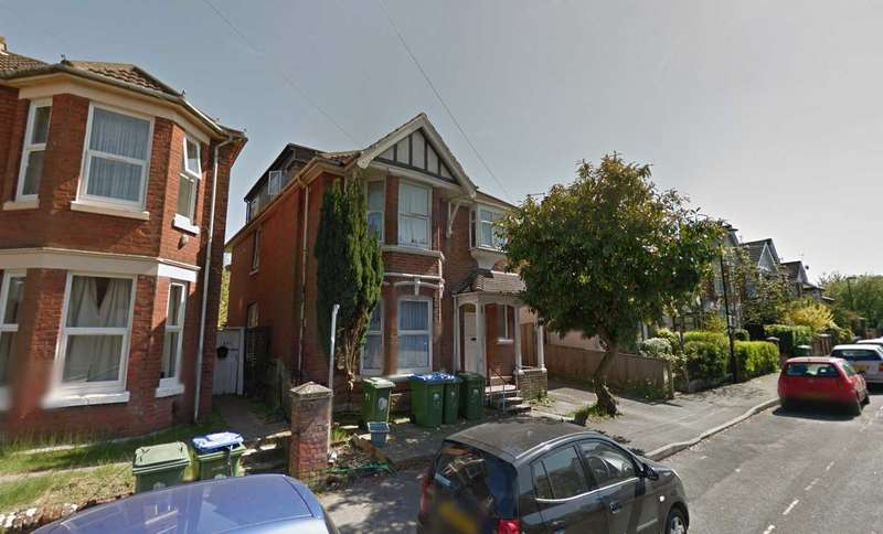 9 Bedrooms House for rent in Heatherdeane Road, Southampton, SO17 1PA