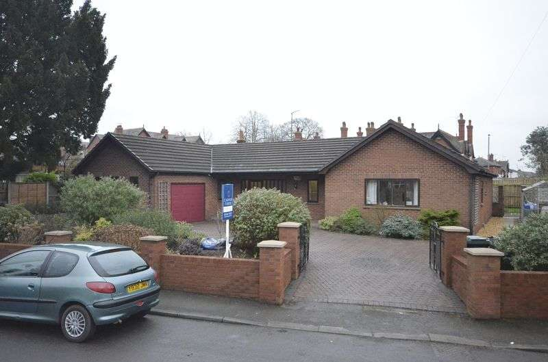 4 Bedrooms Detached Bungalow for sale in Kilmorey Park Avenue, Hoole, Chester
