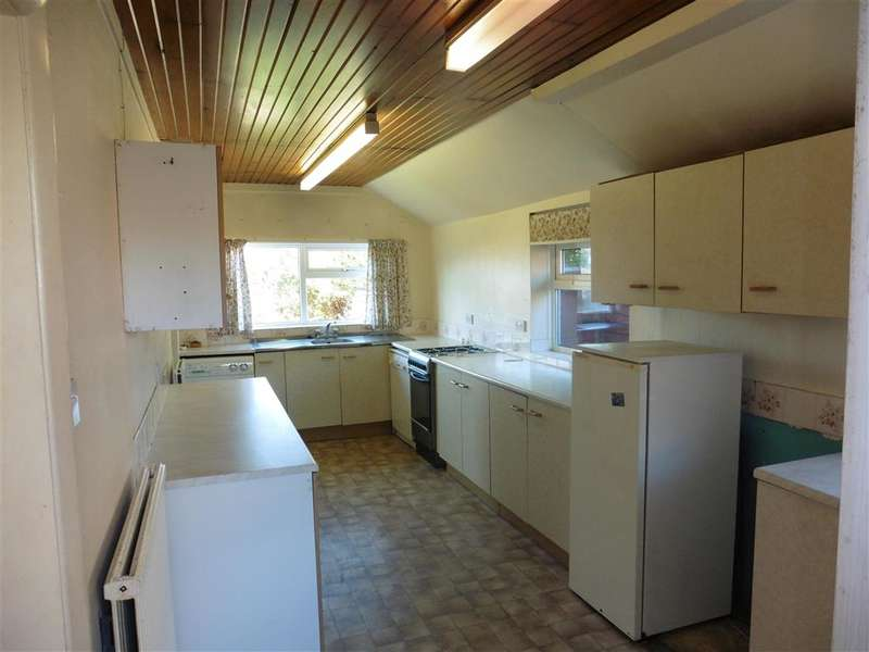 3 Bedrooms Detached House for sale in Colwell Road, Freshwater, Isle of Wight