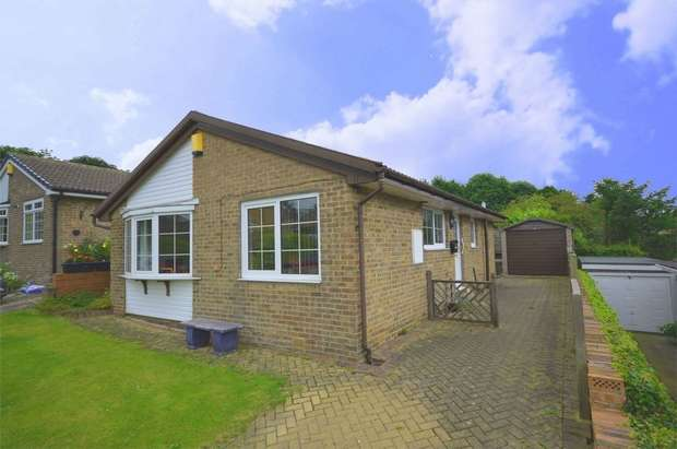 3 Bedrooms Detached Bungalow for sale in Grampian Close, Shelley, HUDDERSFIELD, West Yorkshire