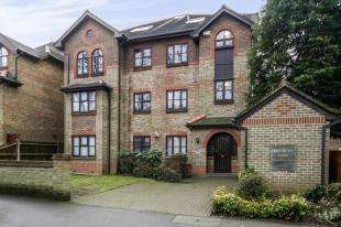 2 Bedrooms Flat for sale in Overton Road, Sutton