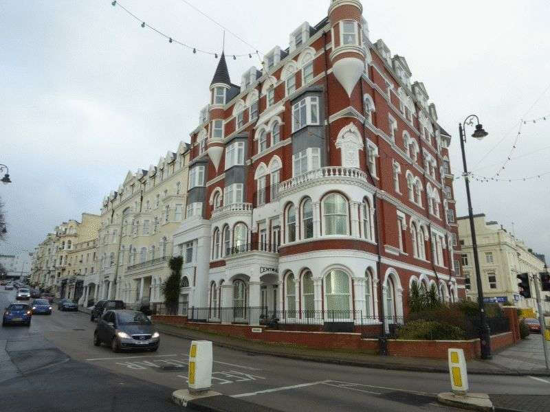 2 Bedrooms Flat for sale in 5 Central Apartments, Broadway, Douglas, IM2 4EL