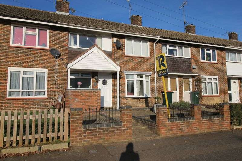 3 Bedrooms Terraced House for sale in Ashdown Drive, Crawley